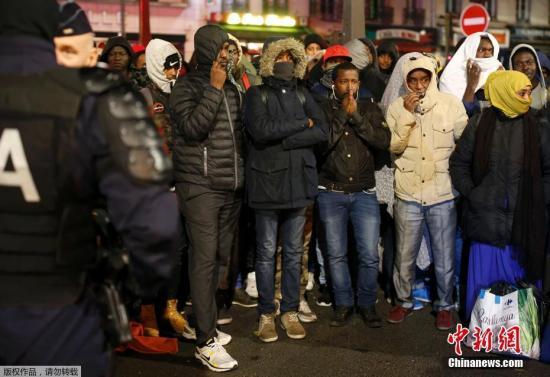 """法国极右翼组织登法意界山 自行""""闭关""""反移民"""