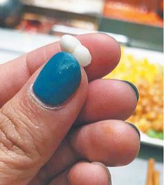 饭店生蚝里吃出一颗珍珠 消费者准备留作纪念