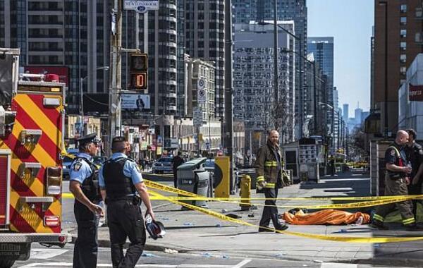 """加拿大货车撞人致10死 25岁嫌犯曾高呼""""杀了我"""""""