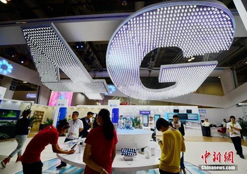 """中国4G用户达10.5亿 今年将取消流量""""漫游费"""""""