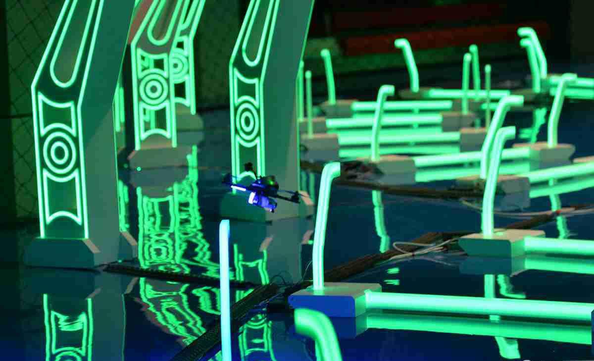 世界智能无人机大赛竞速场馆落成炫酷科技如大片