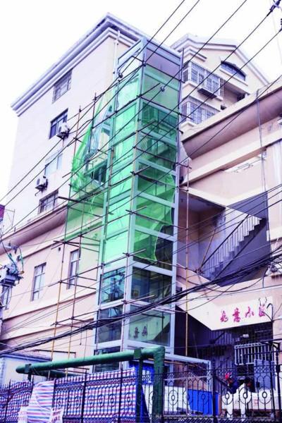 首座老楼加装电梯接近完工 另外6座老楼仍在逐步推进