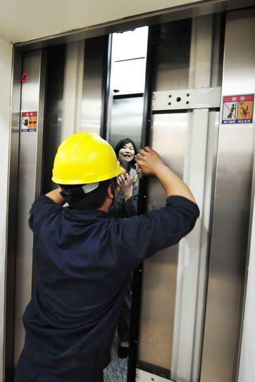 隔三差五电梯困人 淄博高新区这个小区挺闹心