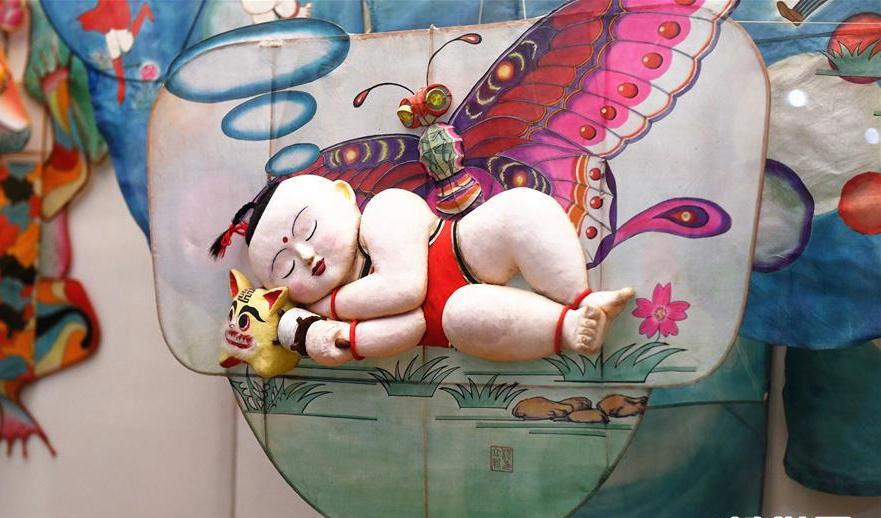 中外风筝惊艳亮相 潍坊风筝博物馆引游人