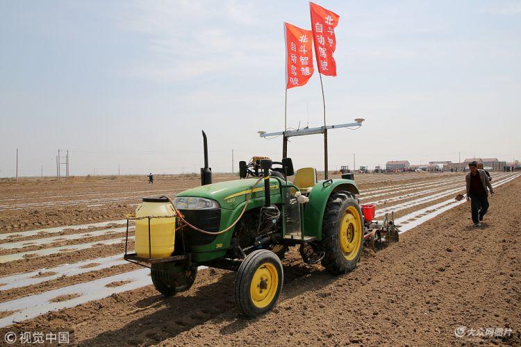 东营引进自动驾驶技术进行机采棉播种作业