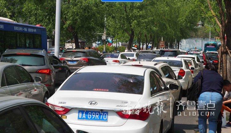 济南护城河沿线堵惨,500米路程挪半小时
