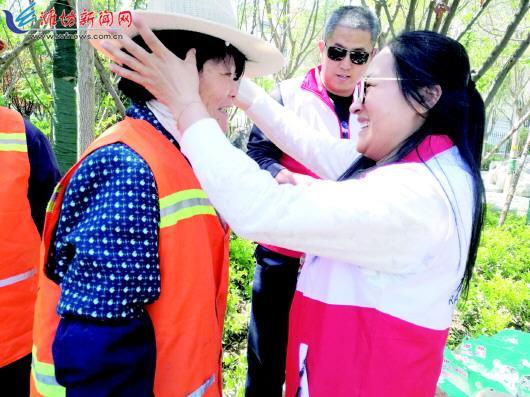 高新、潍城及坊子环卫工人收到米油等生活物资