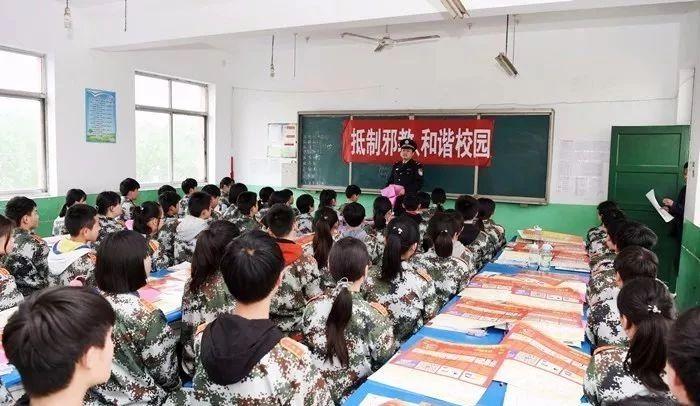 """定陶警方开展""""反邪教""""宣传进校园活动"""