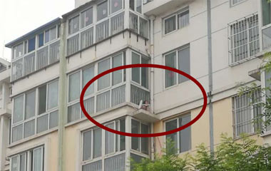 淄博7岁女孩六楼跌至五楼平台幸运获救