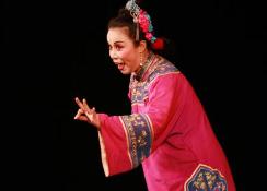 周五来淄博剧院看《小姑贤》早上9点起可凭身份证领票