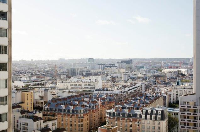法国巴黎市区房价节节攀升 中产阶级转向郊区购房