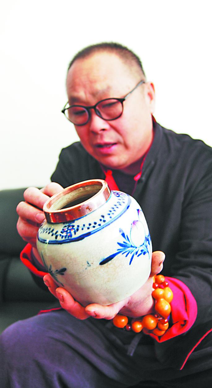 """淄川男子""""独门绝技""""让瓷器重生"""