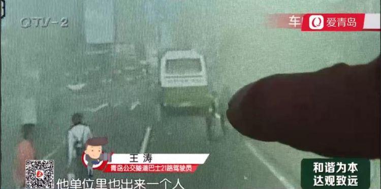 汽车突然起火 热心公交司机挺身而出帮灭火(图)