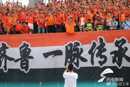 北京人和主帅赛后不服气 千名鲁蜜齐唱刘若英歌送韩鹏