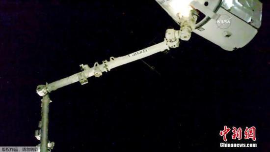"SpaceX""龙""飞船从国际空间站返航 完成水上着陆"