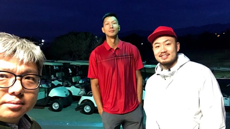 阿联睢冉玩的嗨!凌晨出发去打高尔夫