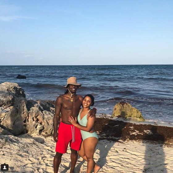 幸福满满!福特森晒与妻子海边浪漫度假照片