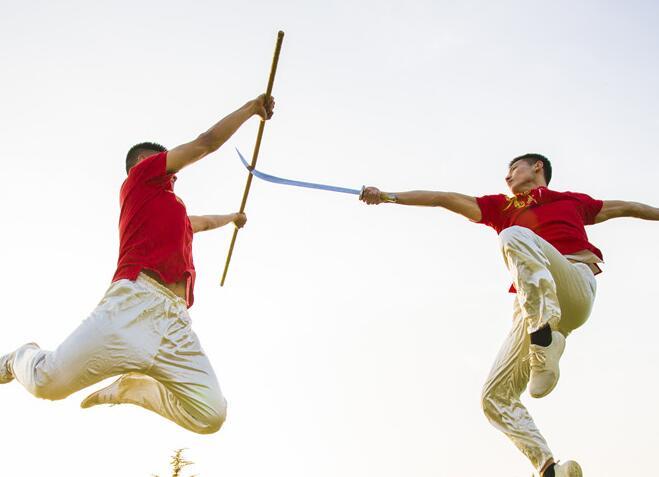 习武好时节:青岛高校武术社团展英姿