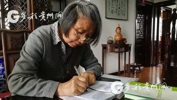 """八旬""""护水奶奶""""退休后志愿巡河34年 曾被人叫""""神经病"""""""