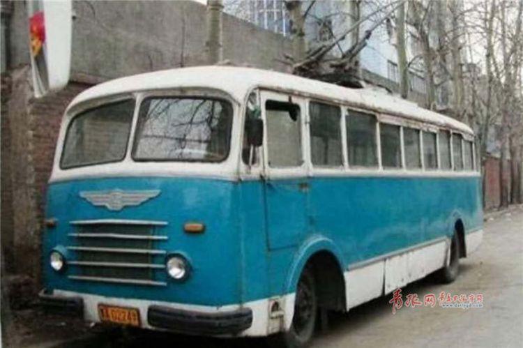 老青岛们再熟悉不过的2路公交 换新的无轨电车啦