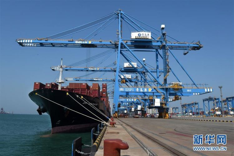 青岛港自动化码头运营一周年 交出亮丽成绩单(图)