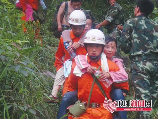 汶川十年|临沂消防救援队奋战汶川 助群众走出大山