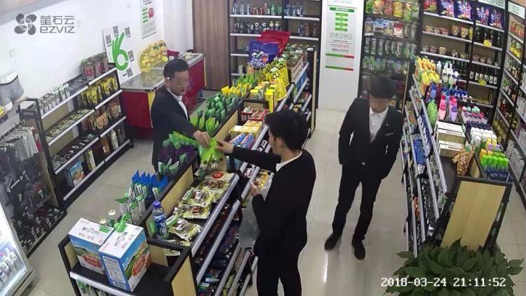三小伙疯狂偷窃无人超市,结果崩溃…民警:送分题啊