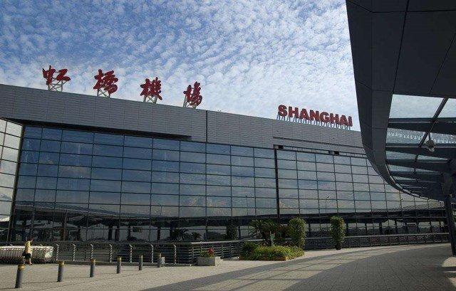 20多名粉丝在上海虹桥机场追星,致航班延误超两小时