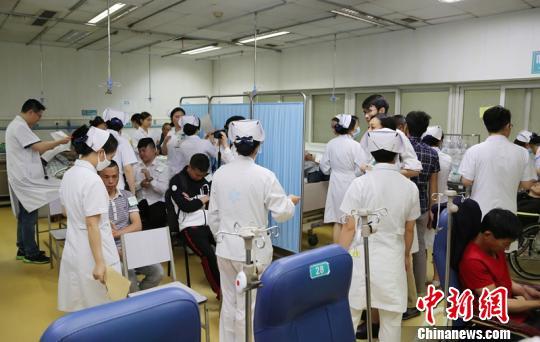 川航备降航班机长接受高压氧治疗预防减压病