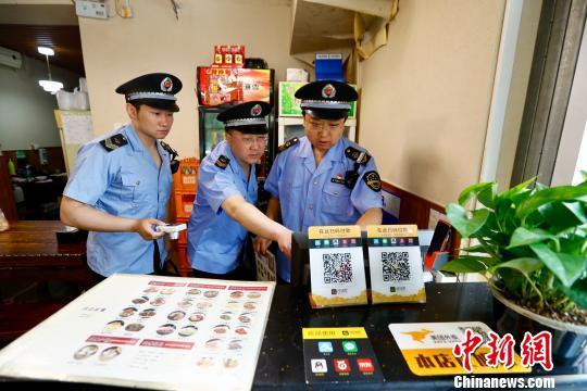 北京严格规范网络订餐经营行为 实地突击检查线下店铺