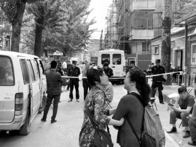 北京一栋60岁老楼失火 高考生父亲灭火后先找书包