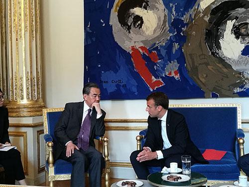 法国总统马克龙会见中国国务委员兼外交部长王毅