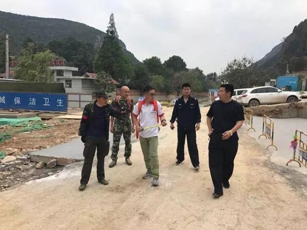 驴友景区被困,济南民警苦寻4小时磨烂鞋底成功营救