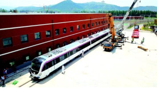 为确保安全上线 R1线首列车开跑前还得调试上千次!