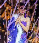 济南:大学生毕业服装秀大玩穿越