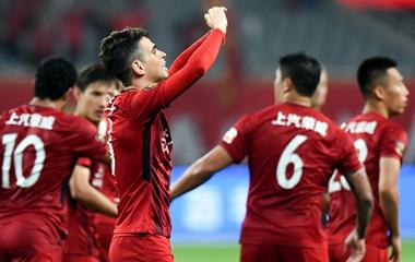 奥斯卡传射武磊头球破门 上港2-0终结苏宁两连胜