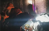 60吨甲醛罐车雨中侧翻泄漏 聊城消防10小时紧急救援
