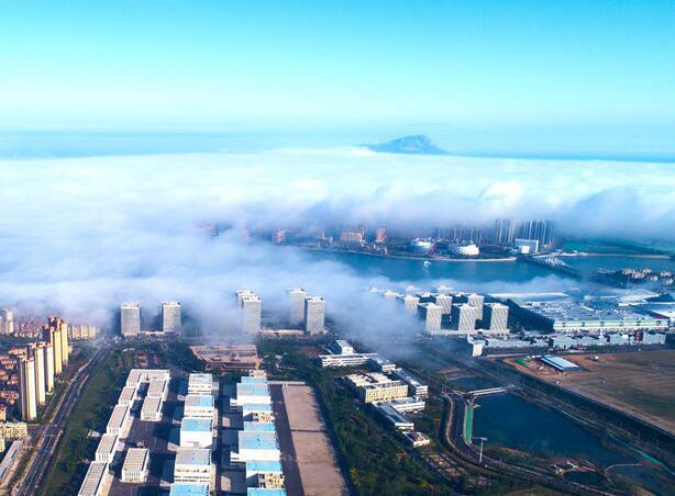 遇见最美西海岸!平流雾下灵山湾似海市蜃楼
