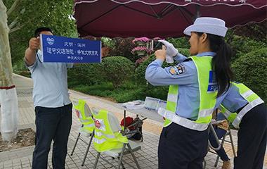 """滨州交警出新招:非机动车、行人违法发朋友圈""""集赞"""""""