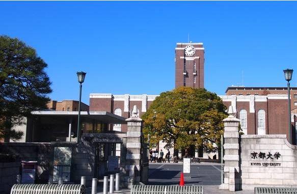 被炉架锅围坐在十字路口 日本京都大学两名研究生被逮捕