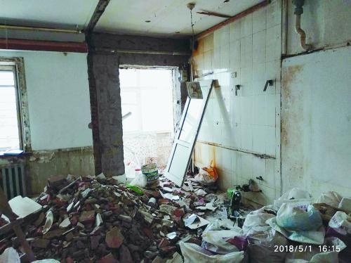 装修工看错单元号装错房 女子婚房被拆砸成废墟