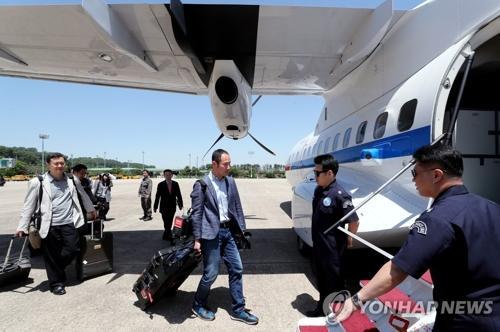 韩记者团沿东海航线直飞朝鲜 到达后将前往新闻中心