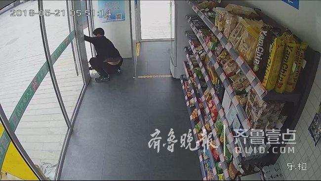 """威海一蟊贼在无人超市内上演""""密室逃脱"""""""