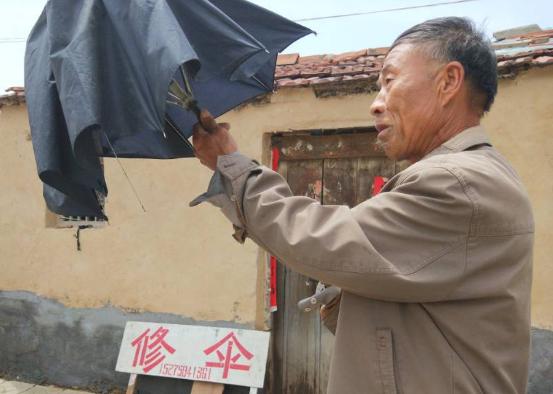 淄博一修伞师傅30余年不涨价 跑遍全县500多个村