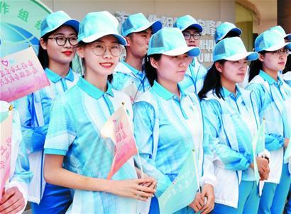上合青岛峰会会议志愿者上岗提供全方位服务