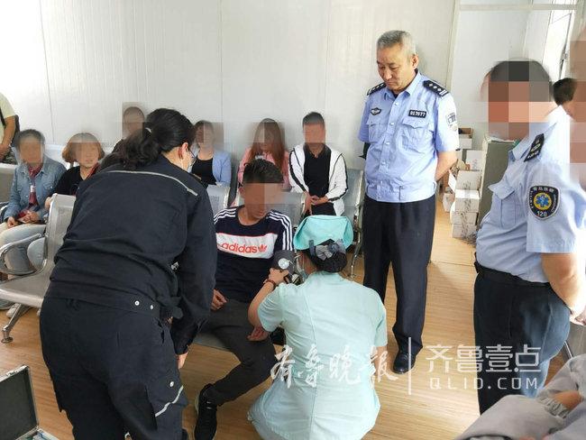 处理交通违法时突发高血压 男子交警业务大厅内倒地