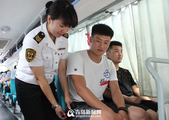 不系安全带车站不发车 青岛汽车总站聘请乘客当监督