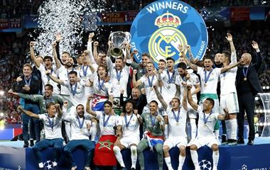 欧冠决赛:颁奖典礼举行 皇家马德里三连霸创史