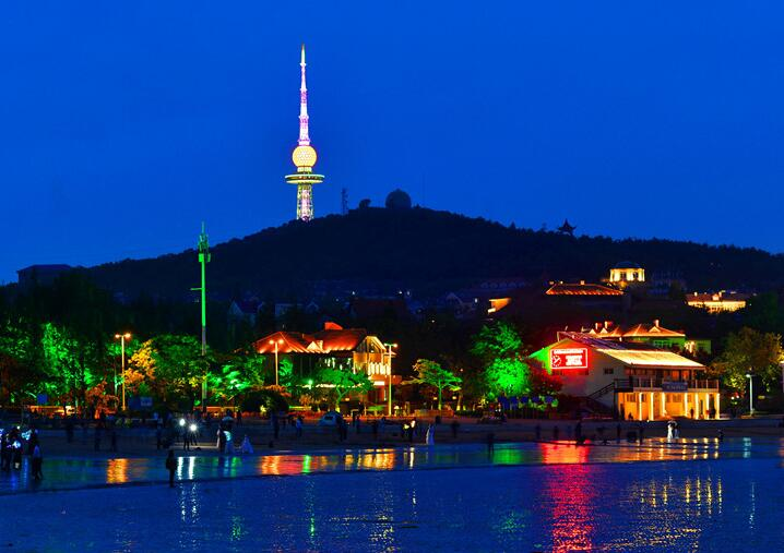 霓虹闪烁 青岛前海夜色美如童话