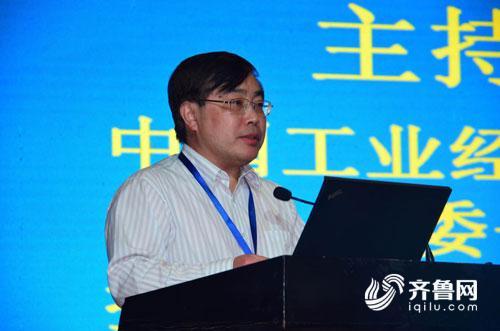 论坛由中国工业经济联合会执行副会长兼秘书长熊梦主持.jpg